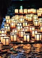 追悼や平和願い灯ろう流し