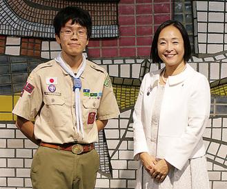 荒木田副市長(右)を訪ねた野田君