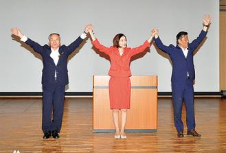 佐々木参議と安西市議(右)、高橋県議(左)