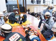 中学校でテロ対策訓練