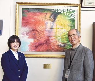 絵を寄贈した松崎さん(右)と生徒会長の渡部さん