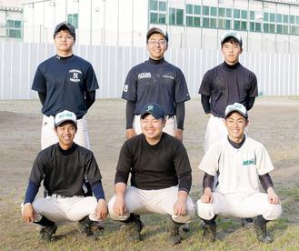 横浜明朋高野球部のメンバー(前列左が鈴木君、中央が遠藤主将)