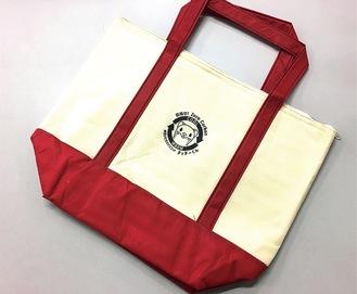 2カ月達成でプレゼントされる「タッチーくん保冷温バッグ」