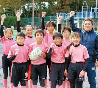 全国大会に臨む選抜チーム「暁」のメンバー(右端は清水監督)