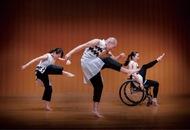 障害を超えた演舞