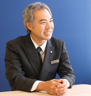 「お気軽にご相談を」と呼びかける上永谷斎場の品川さん※ご相談の際にはマスクを着用して対応しています