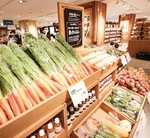 近隣農家で採れた野菜も店頭に並んでいる