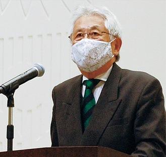 壇上の塩田会長