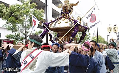 上大岡で神輿パレード