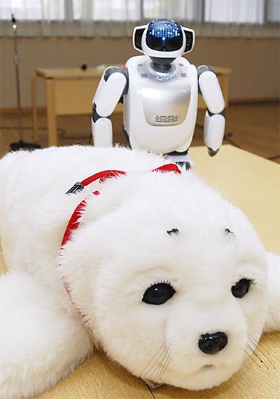 ロボットで介護円滑に