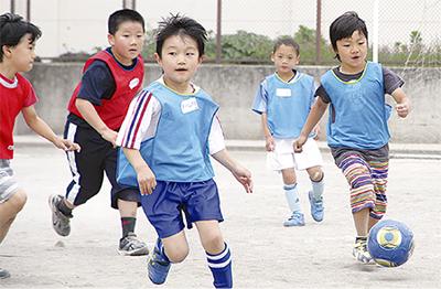 サッカーで外遊び