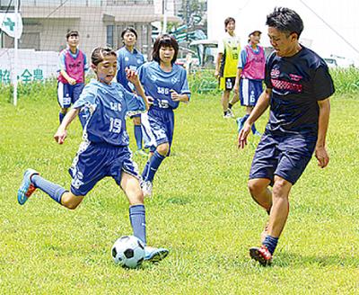 「中学女子もサッカーを」