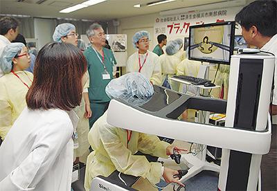 中学生が外科手術を体験