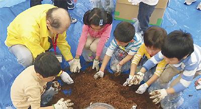 子どもたち昆虫採集体験