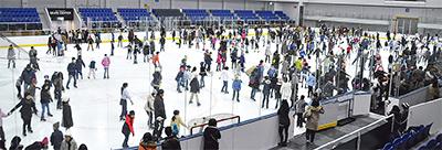 スケート体験大賑わい