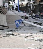 西区南幸のショッピングセンター周辺で発生した大きな地割れの様子