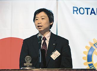 講演する赤十字の大竹さん
