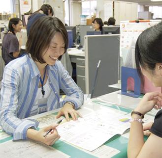 西区に配属されている保育コンシェルジュの加藤みゆきさん。4児の母親としての実体験や、前職の横浜保育室での保育士経験などをふまえながら、情報提供を心がけているという