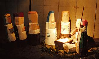 キリスト降誕の場面を再現した木彫り彫刻
