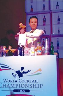 世界大会でパフォーマンスする山田さん