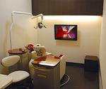 個室感覚の診察室。マッサージ付きの椅子も