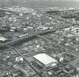 開館当時の体育館とその周辺