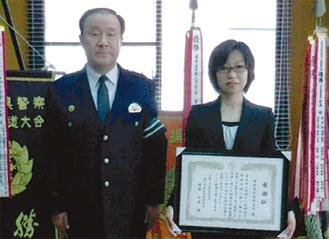 代表で感謝状を受け取った坂本はつ子さん(右)