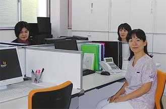 相談室には看護師2人が常駐する