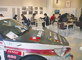 レーシングカー展示も