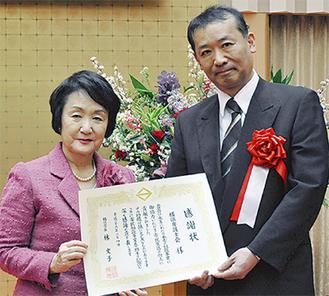 横浜弁護士会の仁平会長(右)