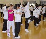 文化芸術フェスティバルを見据え、12月には平沼高校で歌劇団による「ダンスワークショップ」が行われた