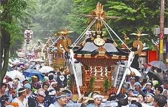 神輿パレードの様子