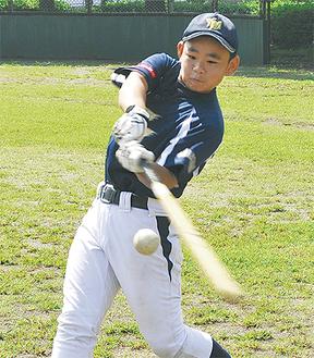 打撃練習をこなす小澤さん=9月19日本牧市民・臨海公園野球場