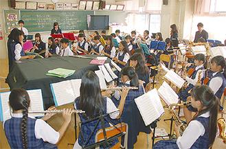 練習に励む港中の吹奏楽部