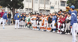 選手から指導を受ける小学生たち