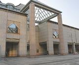 横浜トリエンナーレの中心施設でもある横浜美術館