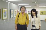 同ギャラリーの千田社長(右)と画家の故・佐藤さん(2010年)