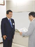 表彰される黒田さん