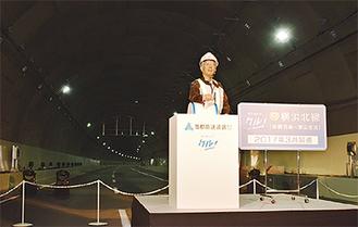 寺山局長の操作でトンネルが点灯