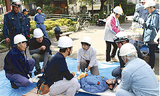 救助訓練の様子(西区役所提供)