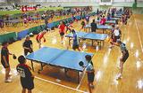 体育館全面で行われた卓球大会