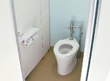 洋式に改修されたトイレ(写真は港南区の芹が谷小)