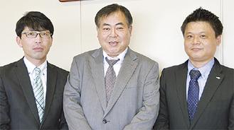 受賞の喜びを語る橋本支店長(中央)、三国さん(左)、小室さん(右)