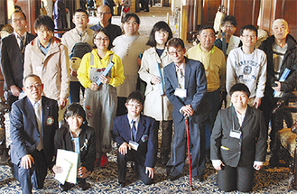 作品展の受賞者たち