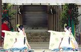浦安の舞を奉納する舞姫=神宮提供