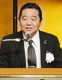 あいさつに立つ浜田満会長