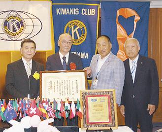 ゆりの会の三田会長(左から2人目)