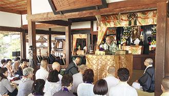 講話する西郊住職(円満寺提供)