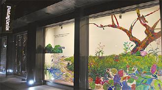パタゴニア横浜・関内のウインドーに描かれた「瀬上沢」のアート作品(期間限定展示)