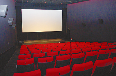 1スクリーン130席の同館